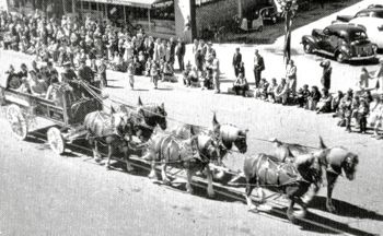 Peach Blossom Festival parade in 1949 - Arcadia